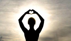 """Yoga und Mantra singen im """"Advents""""-Yoga: Eintauchen in die innere Stille @ Hans-Kampffmeyer Saal"""